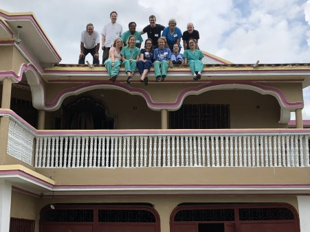 The volunteer team posing for a traditional roof photo!