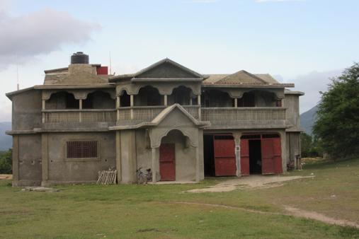 2015 Haiti 20 SE Sante Total clinic outside-t